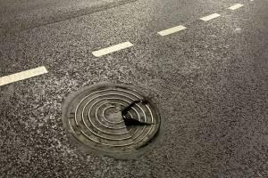 В Брянске водителей подстерегает опасность возле ТРЦ «Аэропарк»