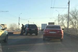 На путепроводе Брянск-II столкнулись две легковушки