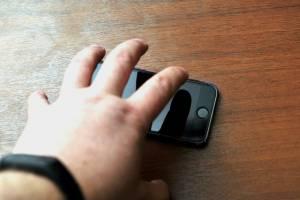 В Погаре пьяный мужчина украл телефон с прилавка магазина