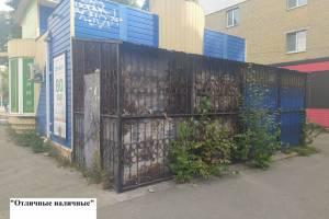 В Брянске дорога к офису микрозаймов «Отличные наличные» заросла травой
