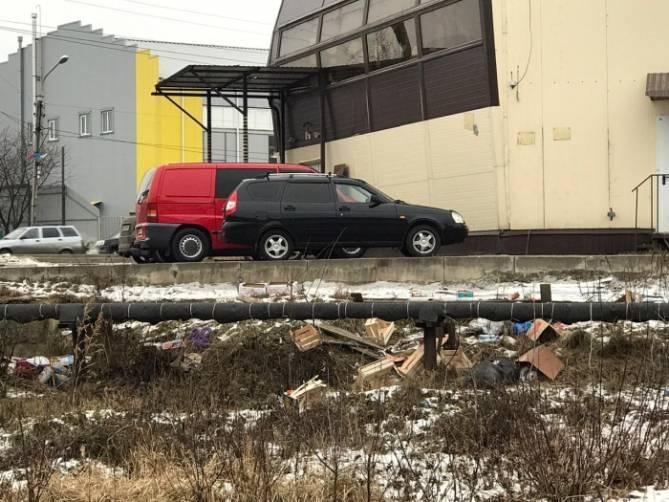 В Клинцах потребовали убрать свалку возле торгового центра