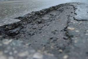 Погарская прокуратура нашла ямы на дороге в селе Городище