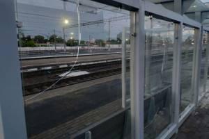 Вандалы разгромили новые остановки на вокзале «Брянск-Орловский»