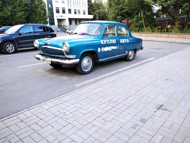 В Брянске заметили раритетный автомобиль «гениев маркетинга»
