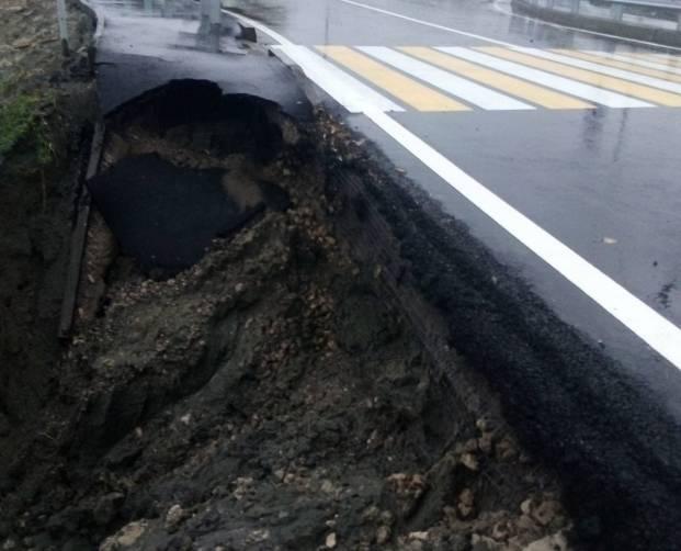 На новой дороге от Metro к вокзалу «Брянск-I» появился гигантский провал