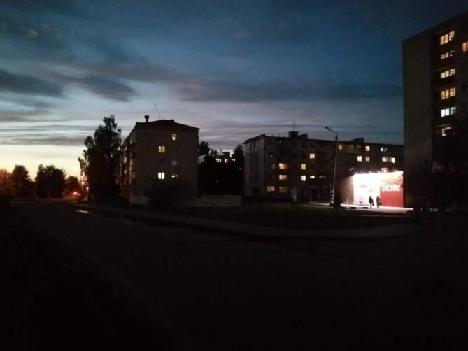 В Клинцах школьники ходят через темноту на улице Рябка