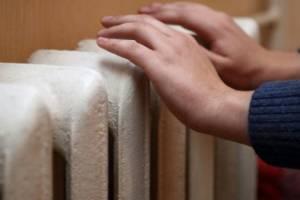 В Брянске жительница многоэтажки на Луначарского пожаловалась на холод