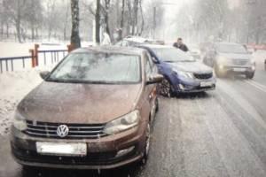 В Брянске возле БГУ в ДТП попали 4 иномарки: ранен водитель