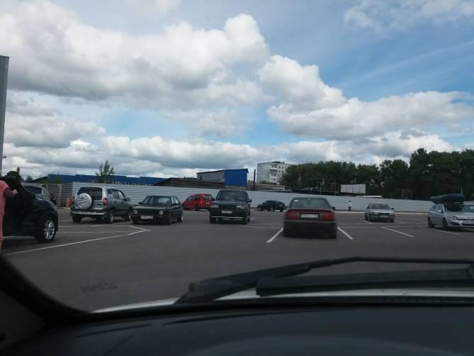 Брянские водители разучились парковаться по правилам
