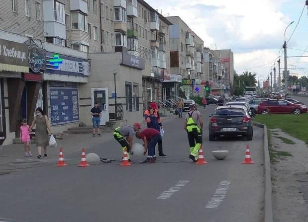 В Брянске на проспекте Московском перекрыли дорогу вдоль домов