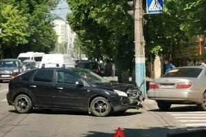 В Брянске у ДК Глухонемых столкнулись 2 легковушки