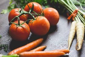 На Брянщине резко подешевели морковь, помидоры и картофель