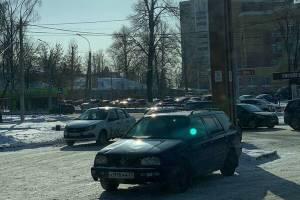 В Брянске на водителей устроили облаву возле «Макдоналдса»