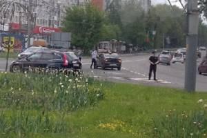 В Брянске на Самолёте машина такси попала в аварию