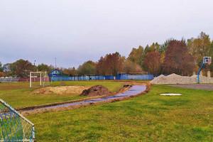 В Почепе продолжается ремонт местного стадиона «Юность»