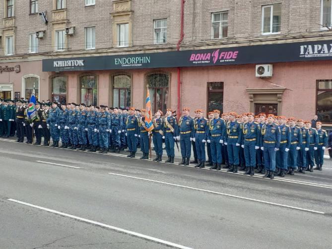 В Брянске военные и боевая техника приготовились к параду