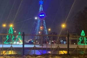 В Брянске на кольце у Телецентра включили новогоднюю иллюминацию