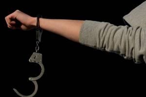 В Комаричах пьяный мужчина избил сотрудника ДПС