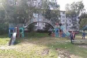 В Бежицком районе Брянска снесли легендарный детский городок