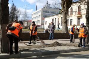Брянские коммунальщики решили устроить уборку на улицах города