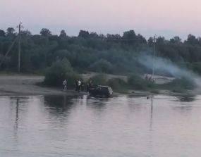 В Брянске водитель легковушки устроил на Орлике автомойку