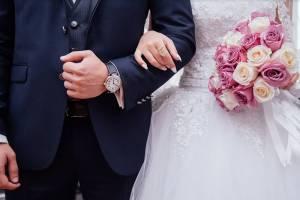 В Брянске разом сыграли свадьбу два поколения семьи