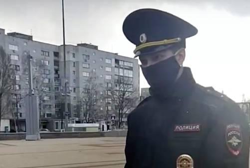 В Брянске парень устроил скандал с полицейскими из-за самоизоляции