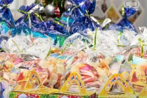 Брянские депутаты подготовили для детей 16 тысяч подарков