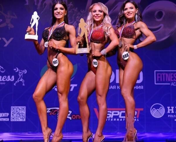 Брянские девушки привезли награды с Кубка России по бодибилдингу