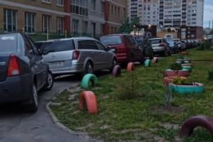 В Брянске водители захватили тротуары на проспекте Станке Димитрова