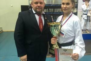 Брянская девушка расправилась со всеми соперницами на Кубке России по каратэ