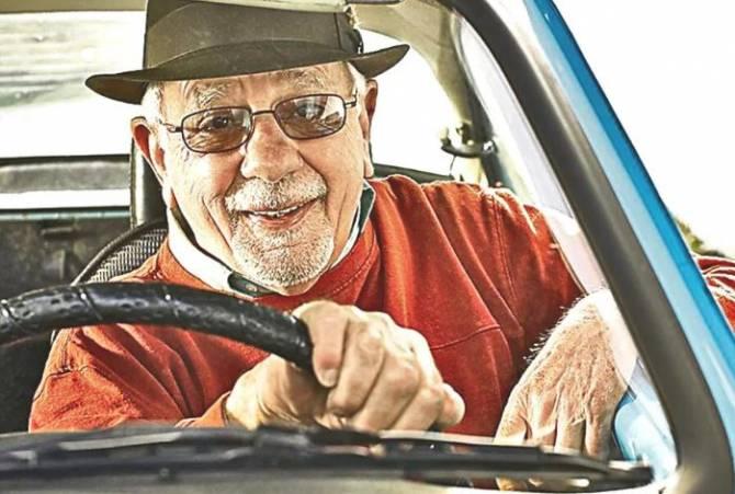 В Брянске пожилого таксиста напугали слухами об изъятии автомобиля