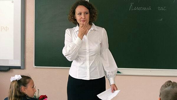 Лучшим брянским учителям дали по 200 тысяч рублей премии