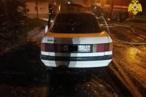 В центре Брянска сгорела легковушка Audi
