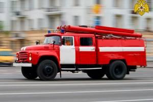 В Брянске тушили пожар в доме на бульваре Гагарина