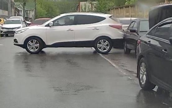 Водитель Hyundai в Брянске устроил мерзкое ДТП и скрылся