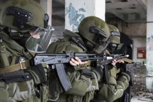 Брянские военные взяли штурмом захваченное здание