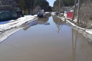 В Дятьково утонула дорога по улице Котовского