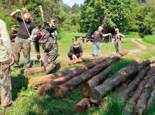 В Брянске активисты очистили от мусора берег озера Круглое