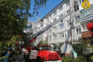 На улице Брянского Фронта спасли человека из горящей квартиры в многоэтажке