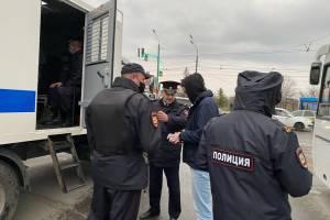 На набережной Брянска началась массовая проверка документов