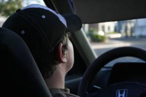 В Комаричском районе 16-летний подросток угнал и разбил машину