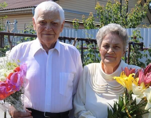 В Трубчевском районе супруги Сергеевы отметили бриллиантовую свадьбу