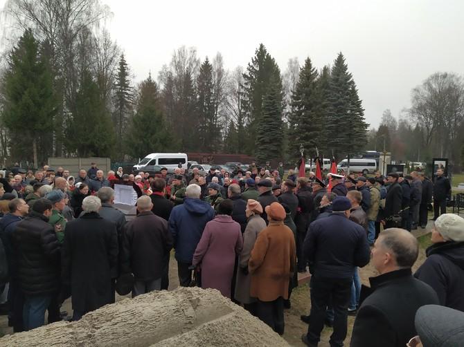 В Брянске Степана Понасова похоронили на центральной аллее кладбища