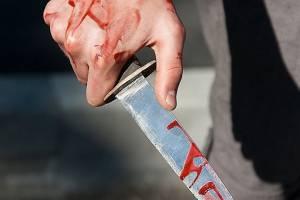 В Брянске пьяные мужчины напали с ножом на прохожих