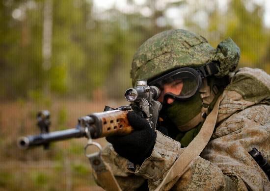 На Брянщине проходят полевые сборы снайперов