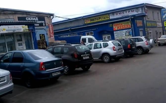 Как в былые времена: Покупатели заполнили брянский рынок «Сервисбаза»