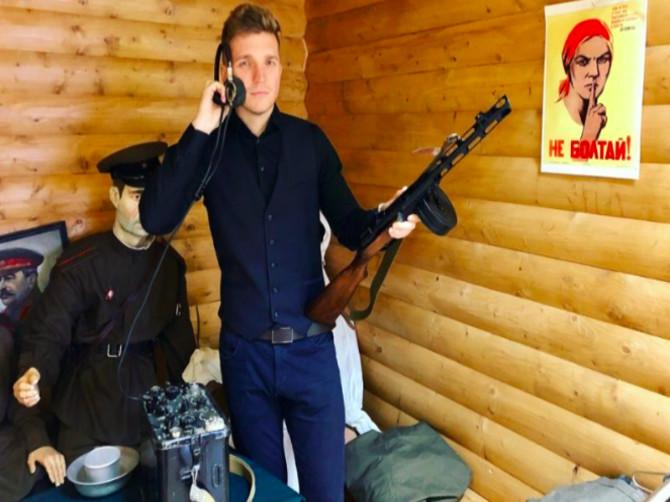 Брянский шоумен Сергей Зайцев назвал службу в армии потерей времени