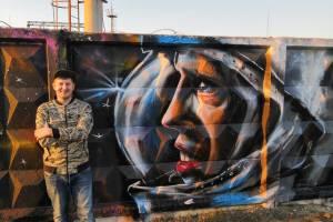 В Брянске появилось космическое граффити с Гагариным