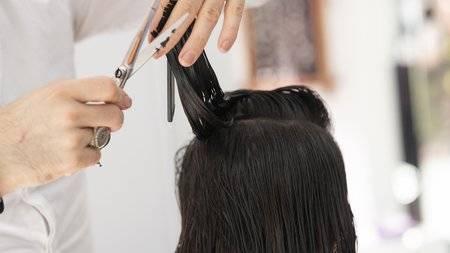 Цены на свои услуги парикмахеры в Брянске повысили